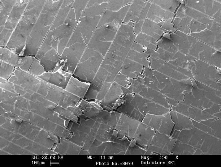 SCANNING ELECTRON MICROSCOPE IMAGE OF A PLASTIC COMPONENT AFTER ARTIFICIAL WEATHERING